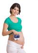 Schwangere mit Babyschuhen