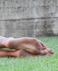 Piedi sull'erba