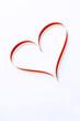 coeur rouge sur fond blanc