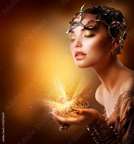portret-dziewczyny-moda-zloty-makijaz