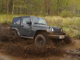 Jeep dans un trou de boue