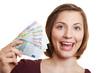 Lachende Frau mit Geldscheinen