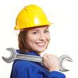 Lachende Bauarbeiterin mit Schraubenschlüssel
