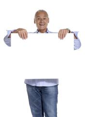 Señor sosteniendo un panel blanco,pancarta blanca.