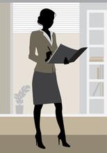 Businesswoman w biurze sylwetka
