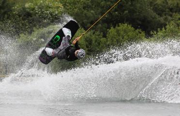 fliegender Wakeboarder