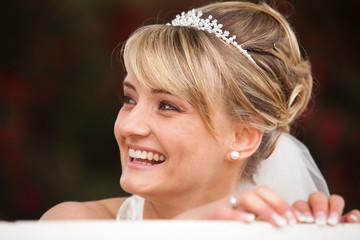 Lachende Braut - Portrait nach Hochzeit