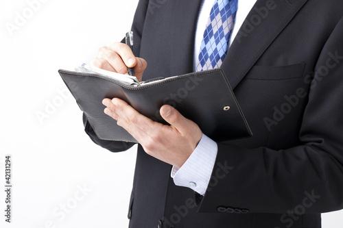 予定を入れるビジネスマン