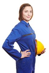 Frau in blauer Arbeitskleidung