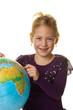 Kind mit einem Globus