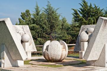 monumento in pietra