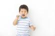 楽しく歯磨きする子供