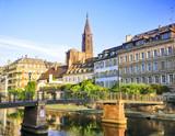 Fototapety Quais de Strasbourg, cathédrale en arrière plan