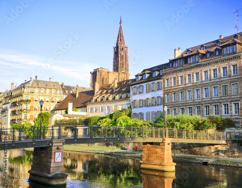 Quais de Strasbourg, cathédrale en arrière plan