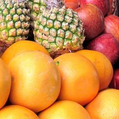 Tel Aviv grapefruit, ananas and apples 2012