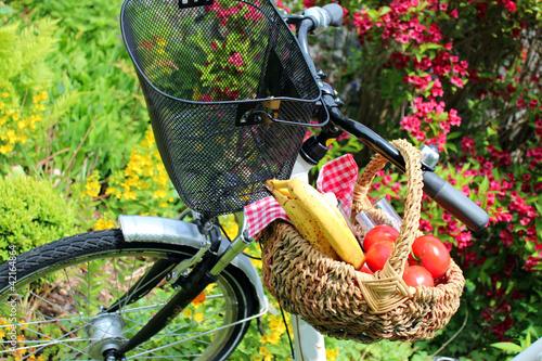 picknick auf dem fahrrad von goldbany lizenzfreies foto 42164864 auf. Black Bedroom Furniture Sets. Home Design Ideas