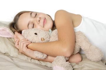 Enfant dort avec son doudou