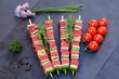 brochettes crues et grappe de tomates 2
