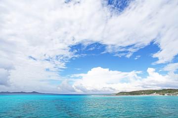 南国の島の美しい海