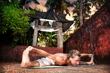 Yoga upavistha konasana