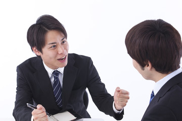 議論するビジネスマン