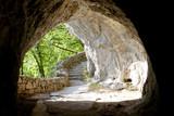 Tunel nad jeziorem Plictive w Chorwacji - 42197809