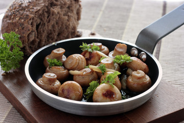 Garlic button mushrooms