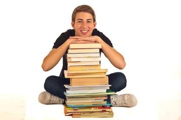 Jugendlicher mit Bücherstapel 5.12
