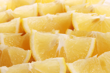 Freshly sliced lemons closeup