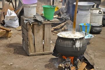 Kochstelle in einem Slum Afrikas