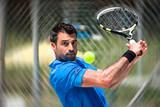 Tennisspieler bei der Rückhand