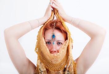 donna indiana con velo