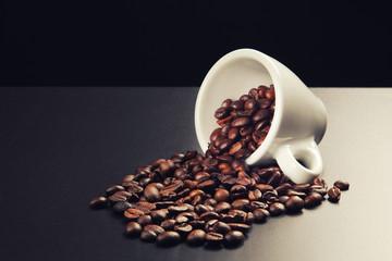 tazzina di caffè in chicchi