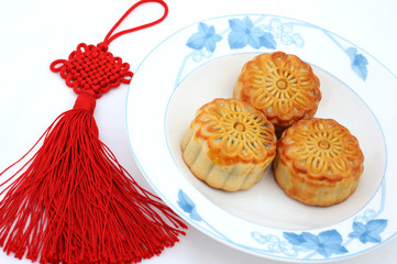 Chinese moon cake and Chinese knot
