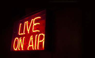 Live on Air neon