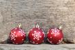 boules de Noël sur fond en bois