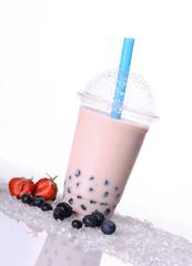 Beerenmix Boba Tea mit Tapioka-Perlen