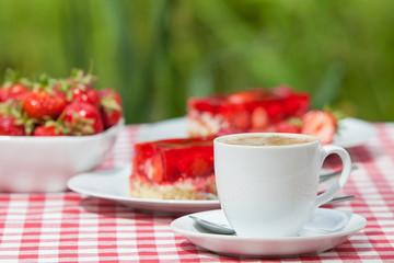 Tasse Kaffee mit Kuchen
