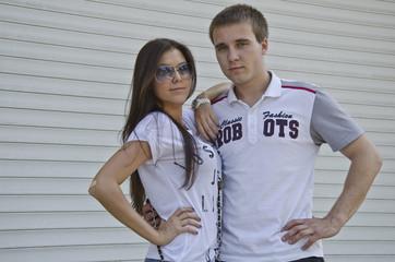 Влюбленные юноша и девушка