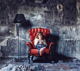 girl  in  grunge interior