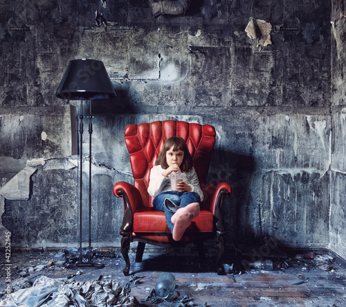 girl  in  grunge interior