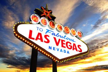 Zapraszamy do Fabulous Las Vegas znak na zachodzie słońca