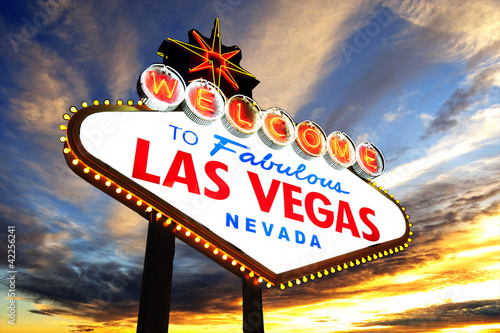 Foto op Plexiglas Las Vegas welcome to Fabulous Las Vegas Sign at sunset