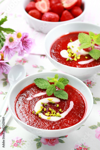 Cold strawberry soup - 42262064