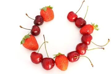 collana di fragole e ciliegie