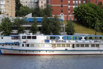 Корабль на Москве реке
