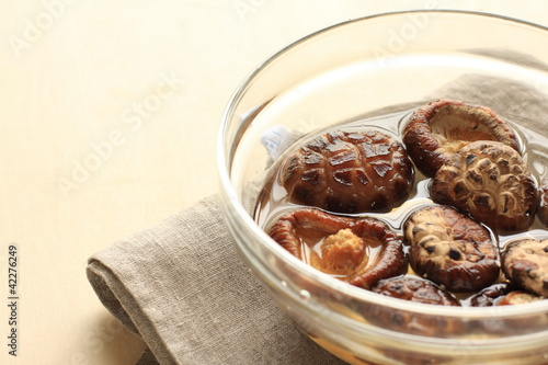 Preparation of cooking dried mushroom