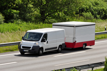 Transporter mit Anhänger