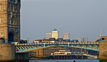 canary wharf from tower bridge