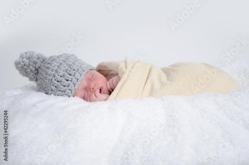 Baby mit Bommelmütze